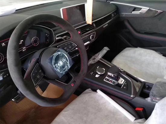 奥迪全新一代RS 4 Avant登陆国内港口 预售价91万元