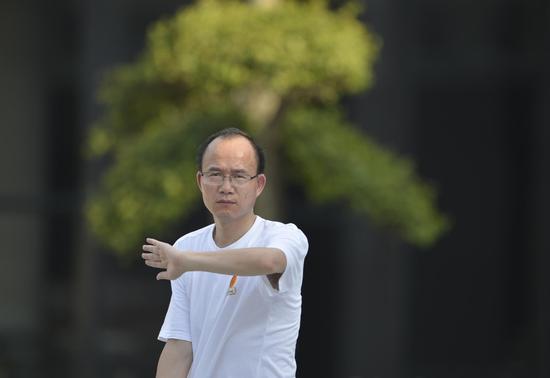 复星集团董事长郭广昌在打太极拳。