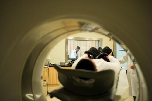 资料图片:浙江省人民医院放射科的一间CT检查室。(美国《纽约时报》网站)