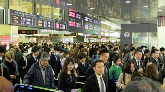 日本是发达国家中工作时间最长的国家之一。