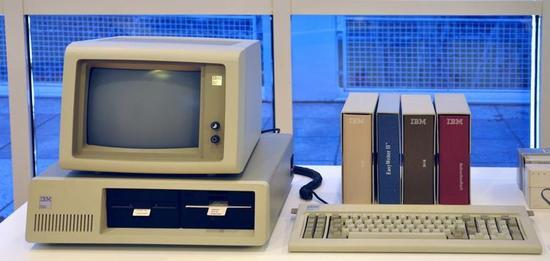 1981 年第一台 IBM PC。图/Wikimedia Commons