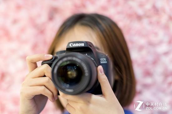 对于摄影新手或是女性用户而言,佳能这两款新机同样很容易上手