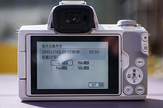 想录制4K短片则必须将模式转盘转动至视频拍摄模式下才行