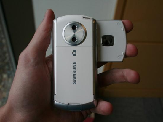第一款双摄手机:三星SCH-B710(图片源自网络)