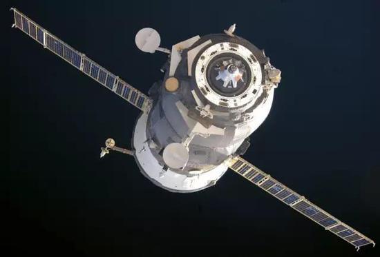 """""""国际空间站""""航天员拍摄的俄罗斯进步M-M货运飞船,图片来源作者"""