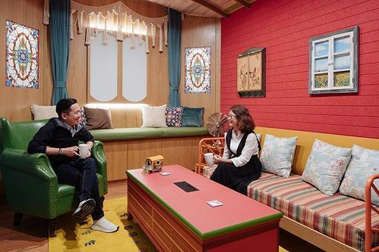 """混搭了新时尚与原始风格的""""帕拉度""""会议室,其中很多陈设是由京京和她的小组参与布置/图片来源:KhooGuoJie,StudioPeriphery"""