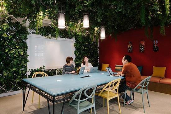 """参照开普敦真实房源设计了室外花园风格的""""开普敦""""会议室/图片来源:KhooGuoJie,StudioPeriphery"""