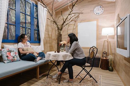 可包容各种姿态的Airbnb会议室/图片来源:KhooGuoJie,StudioPeriphery