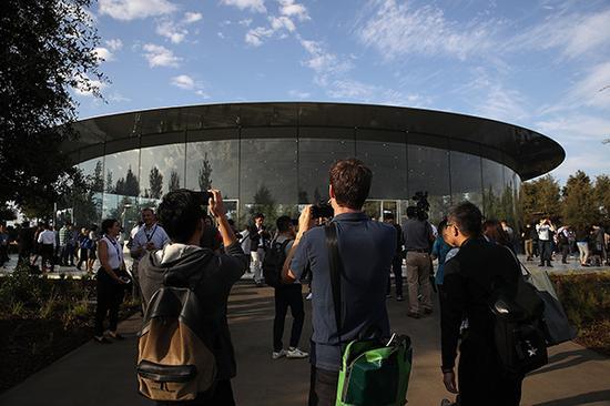 苹果新总部的乔布斯剧院。视觉中国 图