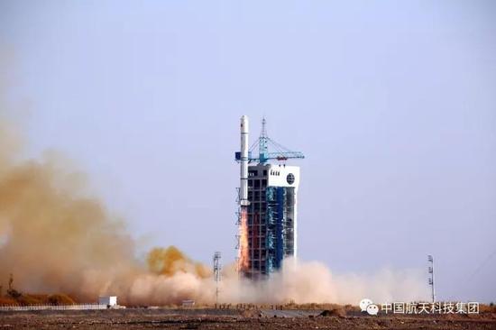 ▲ 2014年10月27日,酒泉卫星发射中心,长征二号丙运载火箭成功发射实践十一号08星(周小松摄)
