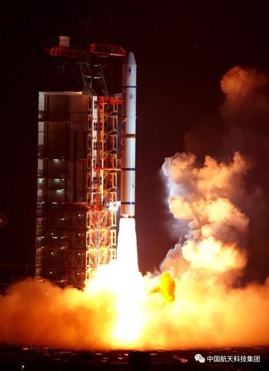 ▲ 2003年12月30日,西昌卫星发射中心,长征二号丙运载火箭成功发射探测一号卫星(查春明 摄)