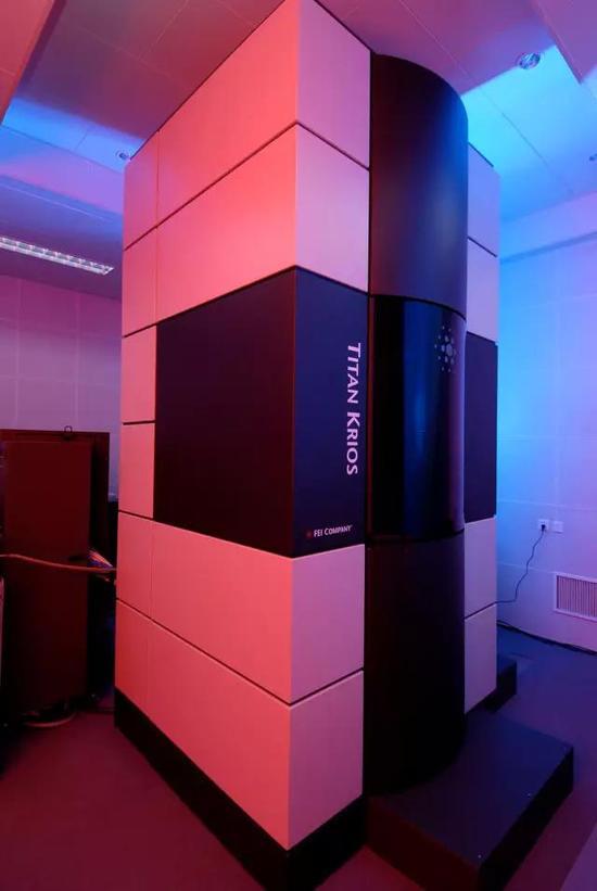 Titan Krios 电子显微镜