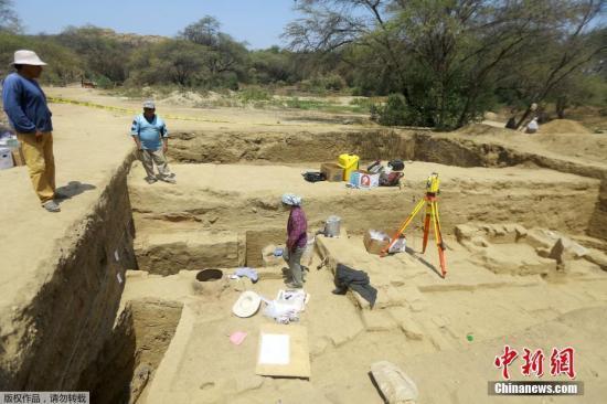 秘鲁发现1000多年前宗教献祭者遗骨。图为考古遗址现场。资料图