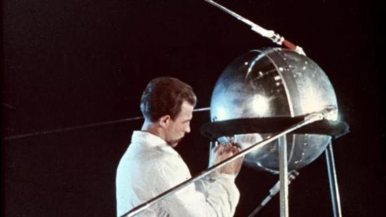 图丨第一颗人造地球卫星 Sputnik-1 号