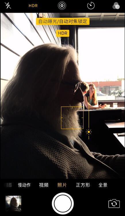 锁定对焦,下滑降低曝光量(图片来自Apple)