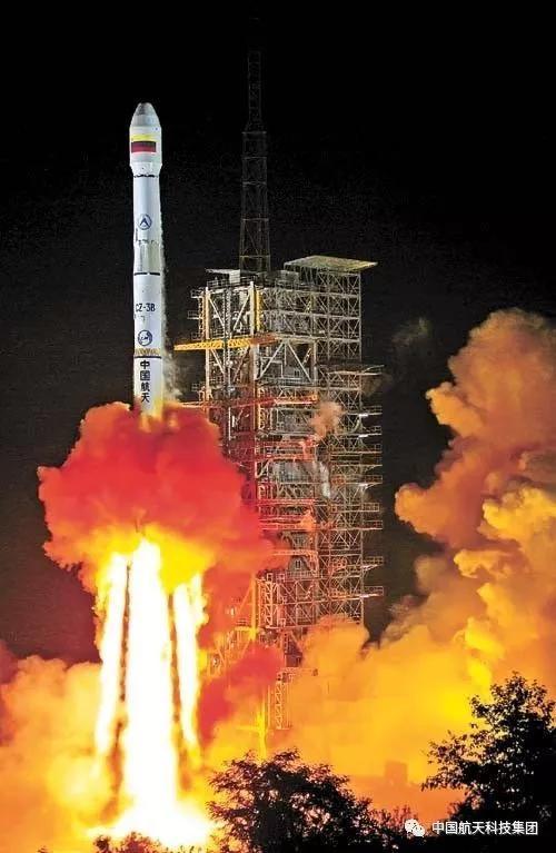 长征三号乙运载火箭成功发射委内瑞拉一号通信卫星(崔健平 摄)