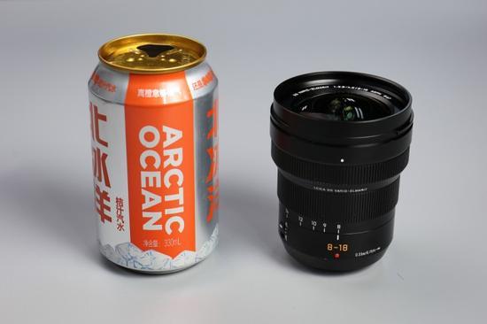 镜头整体大小还不及一个易拉罐