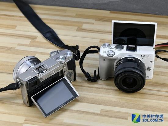 两款相机都具有翻转屏,佳能可180度翻转,索尼为上下90度