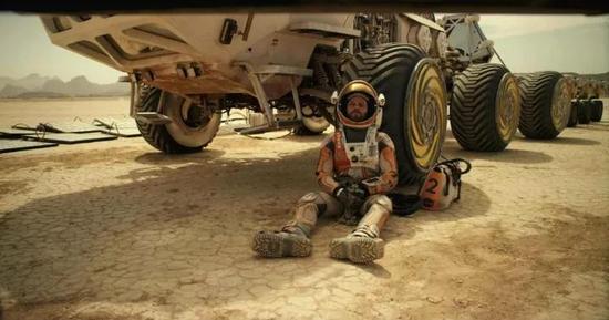 小说中马特・达蒙饰演的马克・沃特尼独自一人面对补给不足,环境恶劣,飞船损毁的境况。图源:21世纪福克斯
