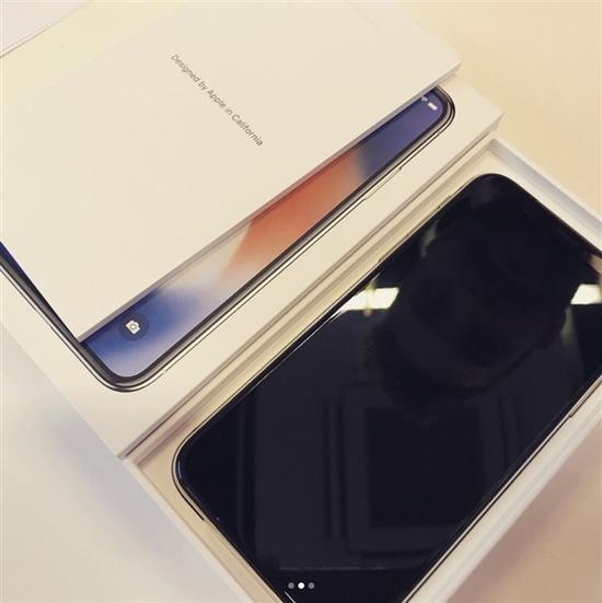 iPhone X未开售,开箱视频先偷跑