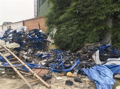 小蓝单车遗弃的残骸