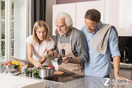 理解力差的老人才是真正需要智能厨电的手中