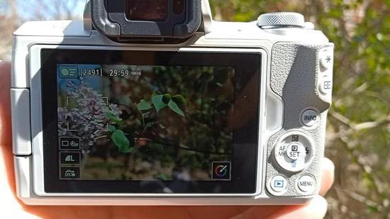 视频截图,即便是边缘位置对焦框也能牢牢锁定住被摄对象