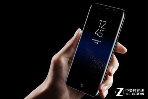 三星S9使用了最新的曲面OLED技术,很多屏幕素质令LCD屏幕无法企及