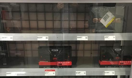 百思买货架上本来应该摆着各种各样的GPU。但是更昂贵的那些,例如AMD Radeon RX 580和Nvidia GeForce GTX 1080,它们是最适合加密货币挖掘的卡――已经卖光了。剩下可买的是少数不适合以太坊挖矿的低端显卡。