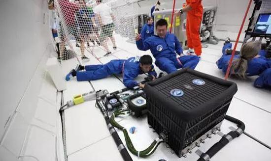 主动隔振系统参加抛物线飞行实验