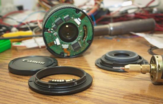 这次改造的主要目的是让镜头的自动功能得以实现