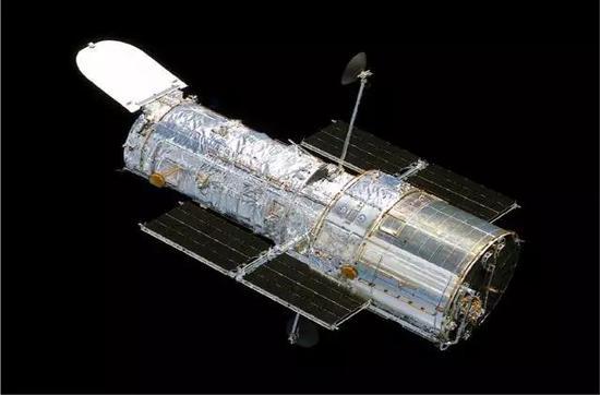 这就是以埃德温・哈勃命名的太空望远镜,用它获得了我刚才所说的过去20年的所有突破。