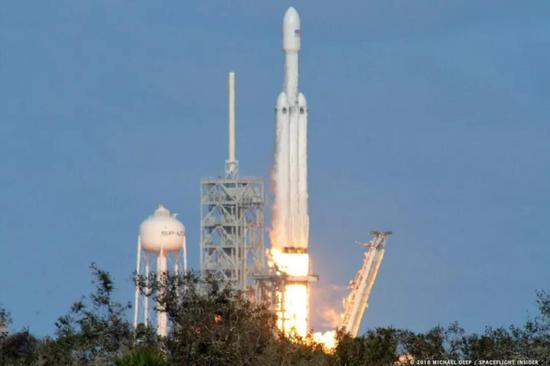 火箭起飞瞬间,2000吨的起飞推力确实不是震撼两个字所能形容的