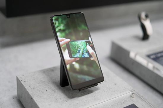 Essential Phone(图片来源于网络)