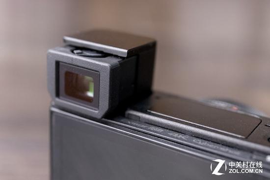 索尼RX100M4不支持触控,提供了一个弹出式电子取景器