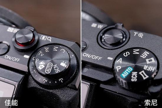 佳能G7XMarkII(左)提供了独立的曝光补偿转盘,可以直接调整曝光