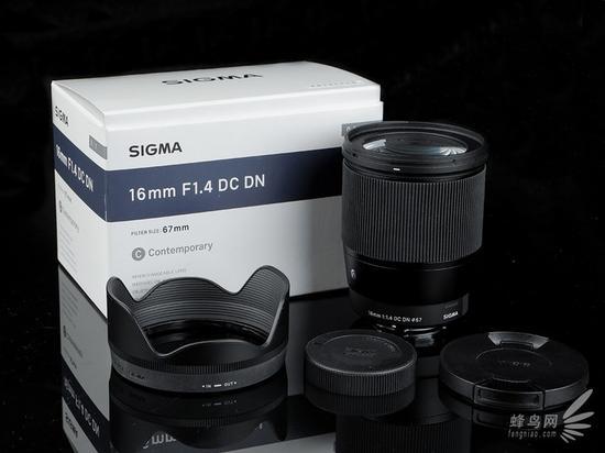 适马 16mm f/1.4 DC DN Contemporary 镜头包装内容