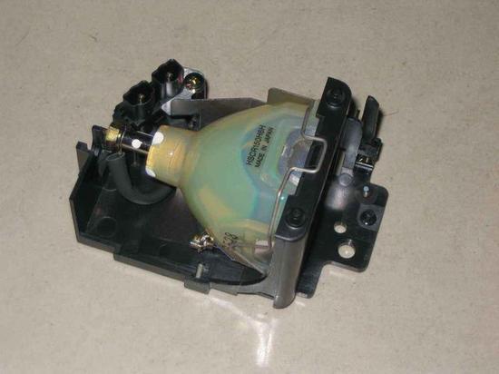 传统投影机的灯泡