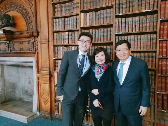 ▲ 最左:牛津中国论坛主席何流