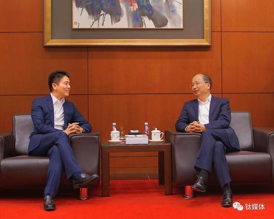 刘强东与工商银行董事长易会满