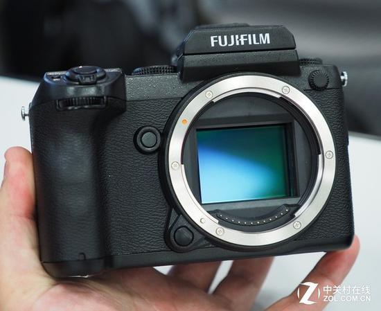 微单相机的传感器性能已经显著提升