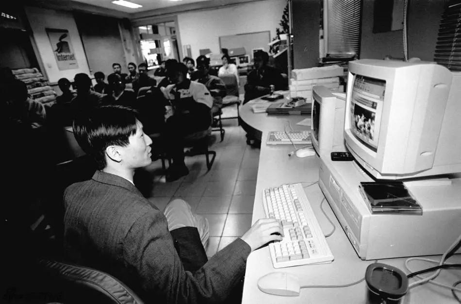 互联网出现在中国后,已有少数的人接触到电脑
