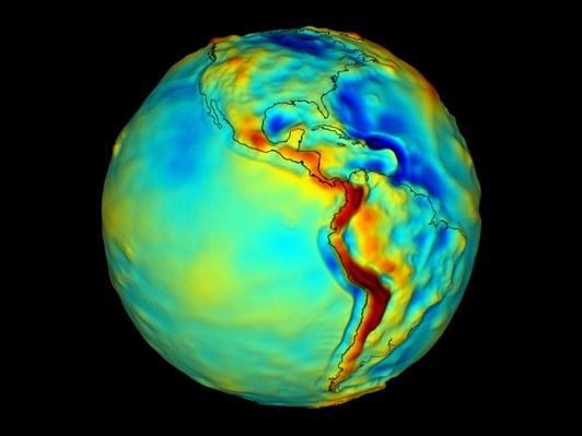 """人造卫星数据显示地球引力场的差异性,事实上,北极体重大于赤道体重并非""""完美答案"""",首先,地球不是一个标准的圆球体,其次,地球不具有均衡密度。"""