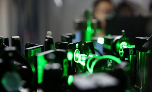 中国科学院阿里巴巴量子计算实验室:plug光路用于囚禁原子