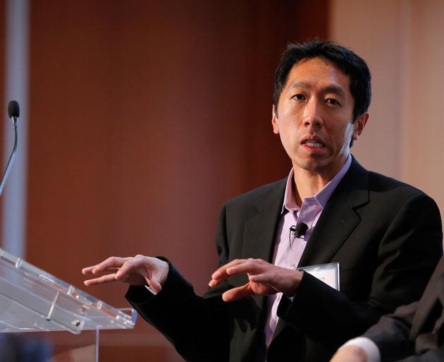 """2012年10月18日,纽约《时代》周刊高等教育峰会现场,斯坦福大学计算机科学副教授吴恩达参加""""变化的风貌:从数字教室到全球校园""""小组讨论并发表讲话。"""
