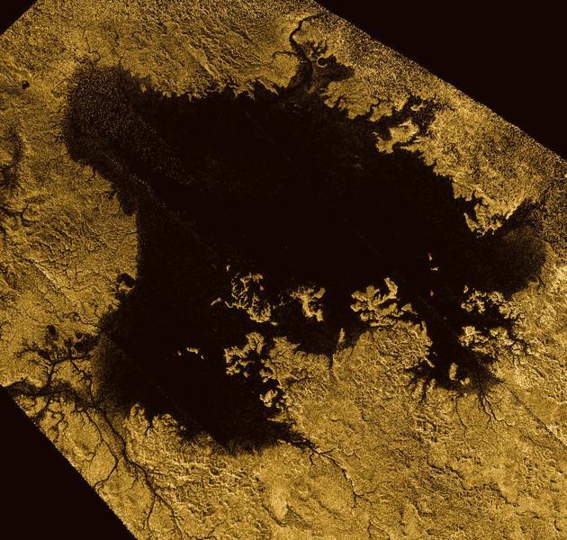 """丽姬亚海(Ligeia Mare)是土卫六表面的第二大海洋,测量显示其平均""""水深""""大约是170米左右。这是科学家首次测定一个地球之外海洋的深度"""