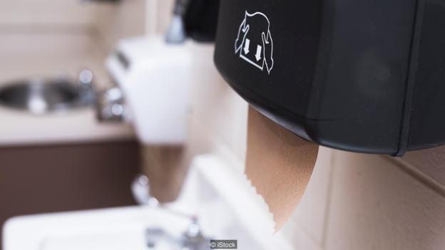 大多数研究表明,使用一次性纸巾是最卫生的方式。