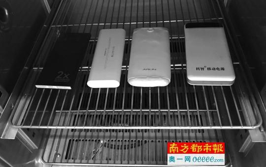 四款充电宝被放于130℃的恒温箱内,放置40分钟。