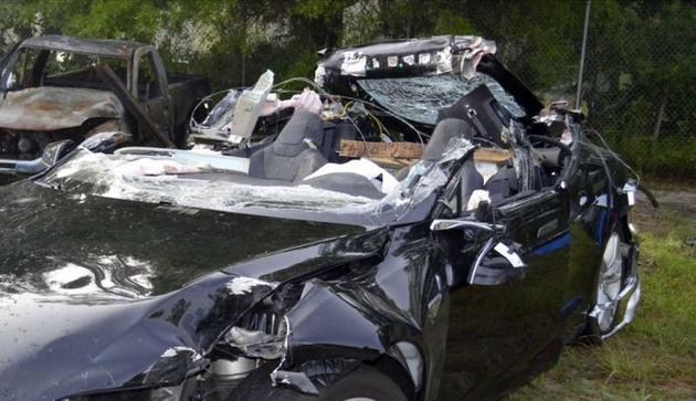 2016年特斯拉Model S致命事故现场