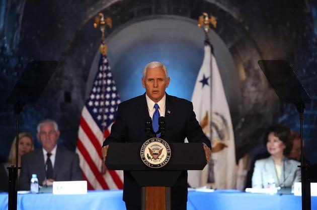 美国副总统迈克・彭斯发表演讲,正式宣布特朗普政府将支持美国宇航局将宇航员再次送上月球并建立永久性月球基地